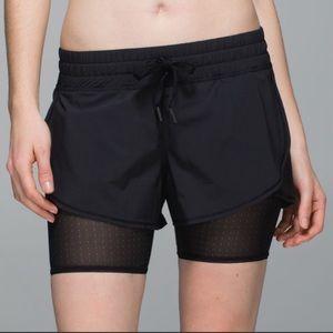 Lululemon Hot To Street Short in black, size 4